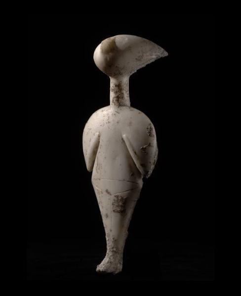"""פסלון """"הצופה בכוכבים"""", שיש, 3000 לפנה""""ס בערך, גובה 17 ס""""מ"""